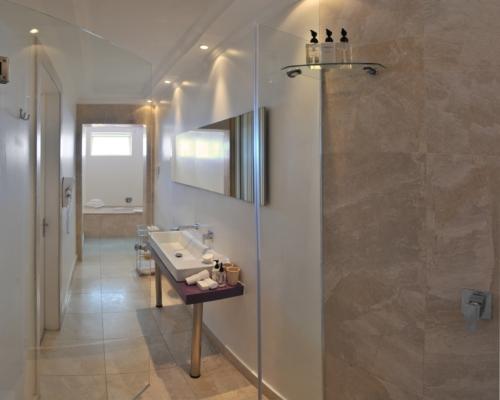 11.Superior suite 20 bathroom