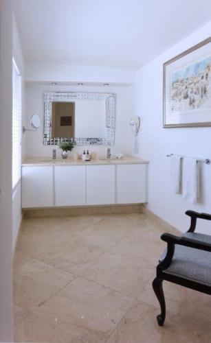 4.Superior-Room-15-Bathroom-1