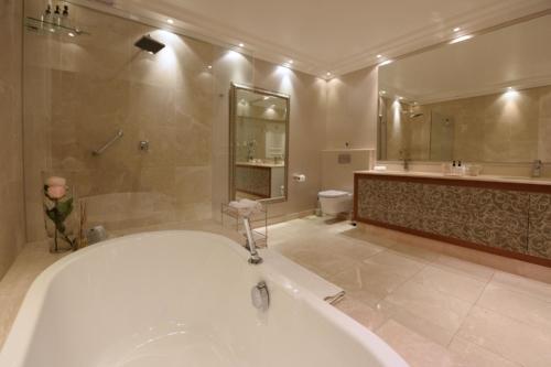 4.Superior-suite-17-bathroom