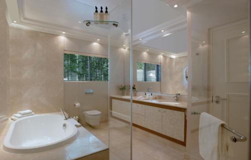 7.Superior-room-16-bathroom